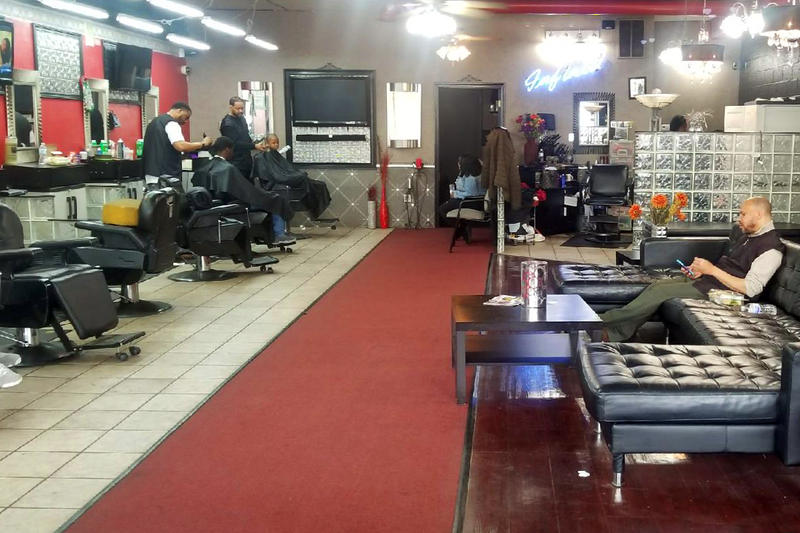 Business finally winds down at Infiniti Men's Salon after all-day health screenings at the barbershop. (Samantha Horton/IPB News)