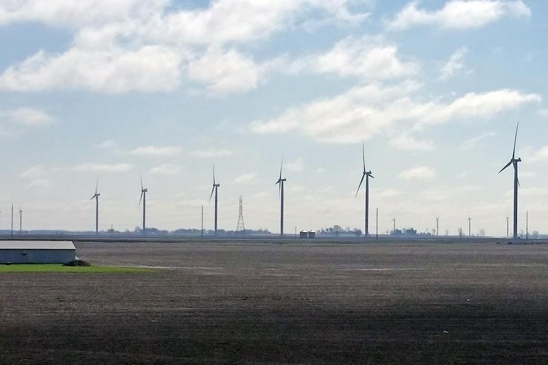 A wind farm along I-65 in northwestern Indiana. (Lauren Chapman/IPB News)