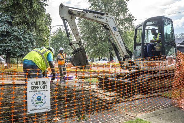 EPA employees removing lead and arsenic contaminated soil from the USS Lead site in East Chicago (U.S. EPA)