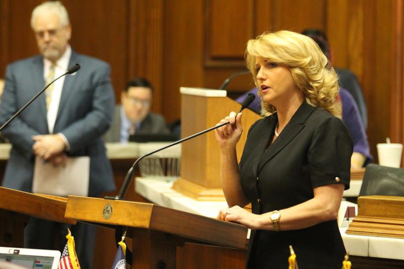 Rep. Karlee Macer speaks on the House floor. (Lauren Chapman/IPB News)