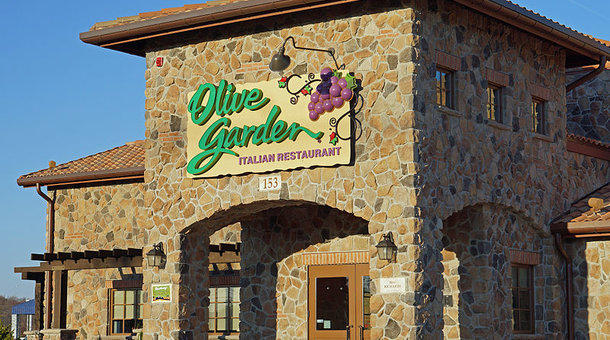 Darden 39 s real estate play kbia for Who owns olive garden