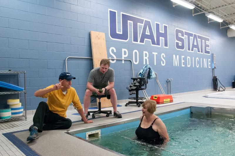 High-intensity aquatic exercise alleviates arthritic pain in subjects.