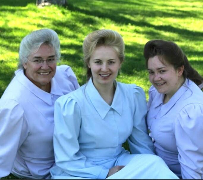 Ally (on the right) with her mom, Sharon, and sister, Sherrie.