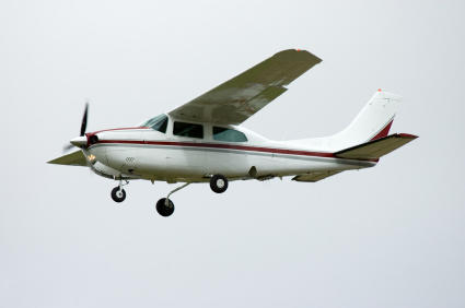 A single-engine airplane, similar to the one that caught fire in Spanish Fork.