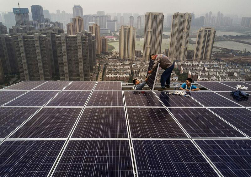 Ian Marius Peters' research helps show how pollution can diminish the ability of solar panels to produce energy in cities like Delhi.