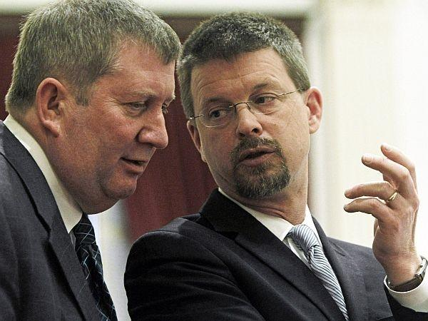 Speaker Shap Smith, right, confers with Rep. Kurt Wright, R-Burlington, during debate on a marijuana decriminalization bill on Friday in Montpelier.