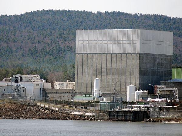 The Vermont Yankee nuclear power plant on the banks of the Connecticut River in Vernon. The plant's 40-year operating license