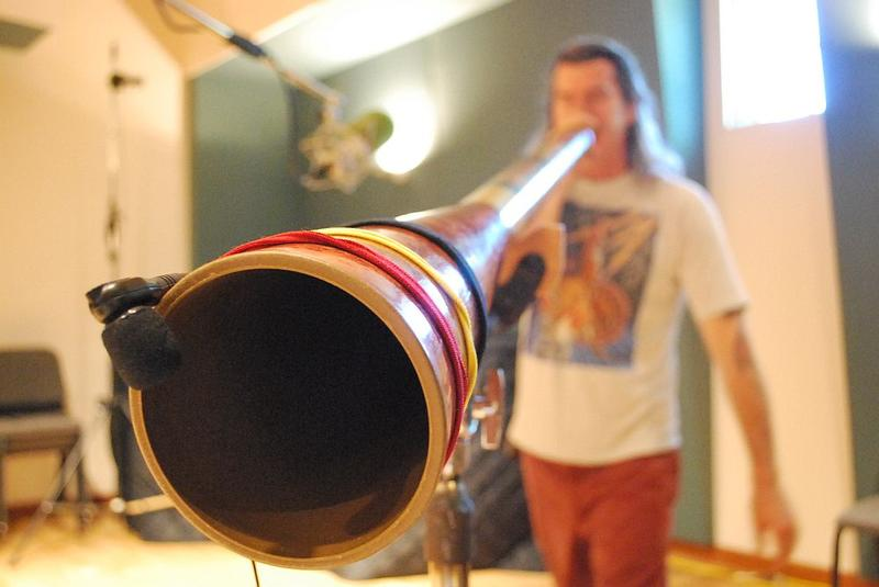 Pitz Quattrone plays the didgeridoo