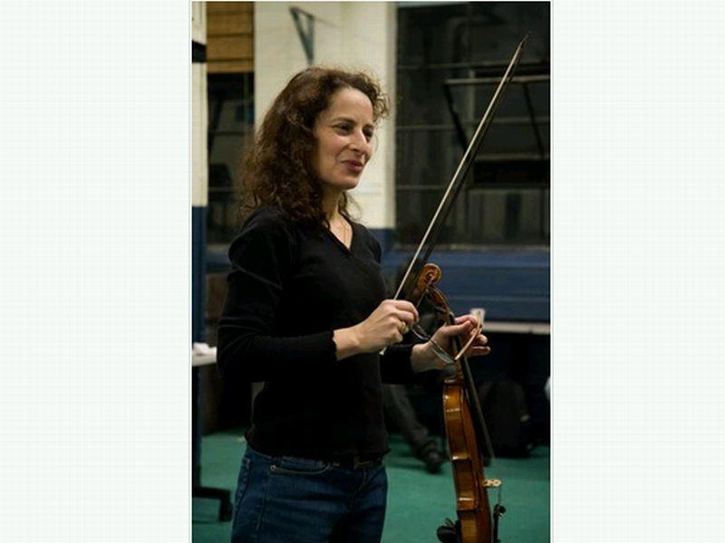 Boston-based baroque violinist Julie Leven