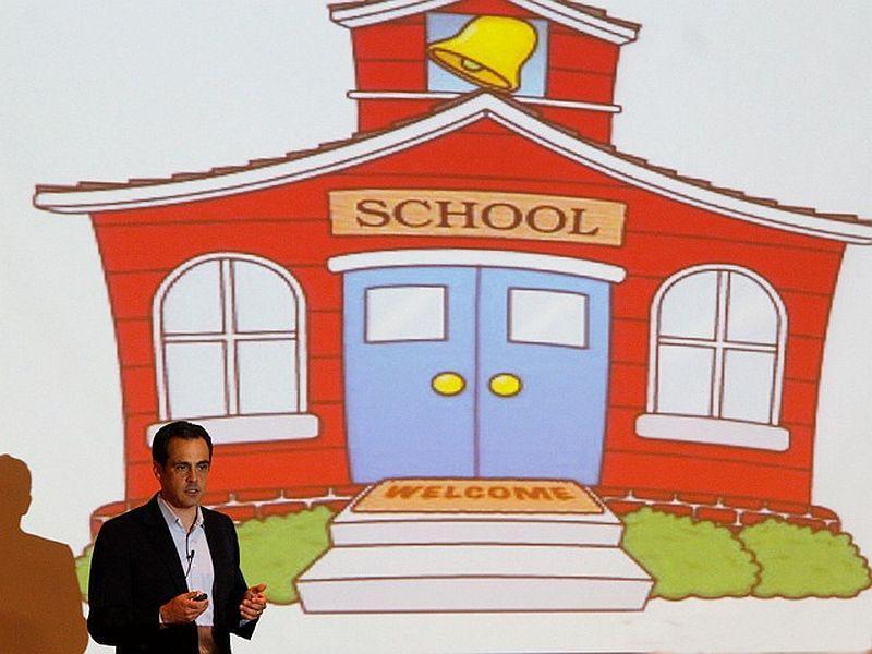 Matt Dunne, Google's head of Community Affairs, speaks on digital literacy at Dartmouth College.
