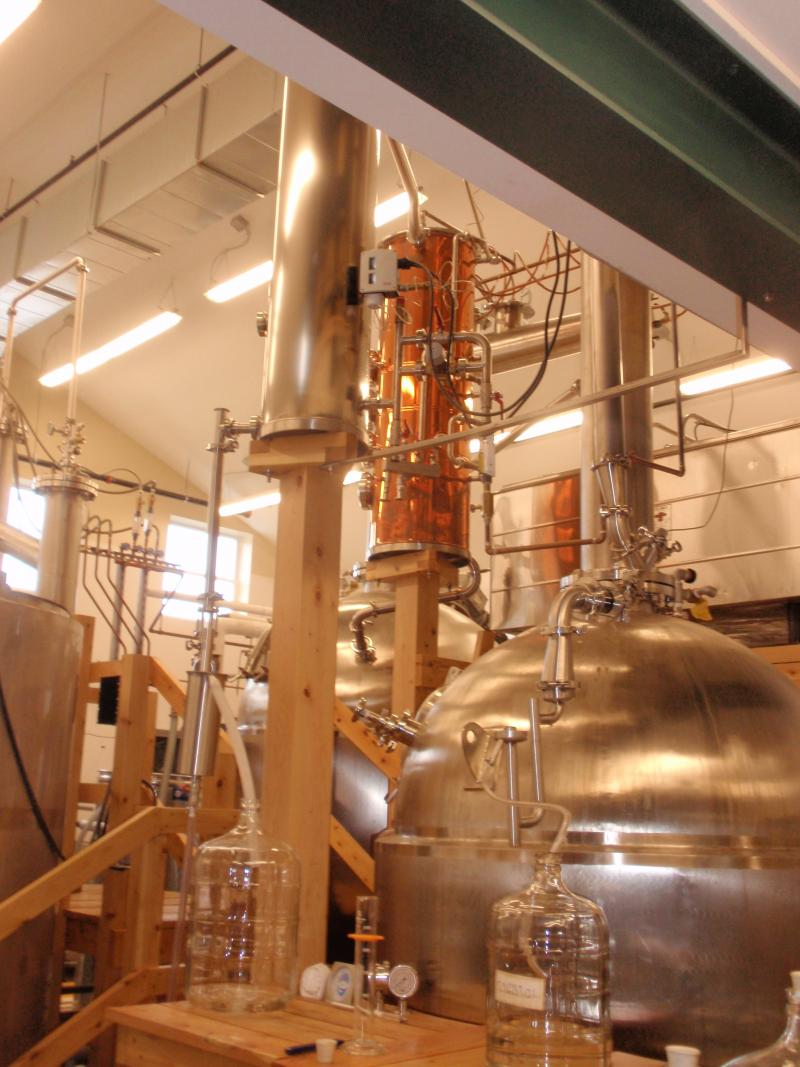 A 300-gallon botanical extraction still blends the 190-proof spirit with juniper.