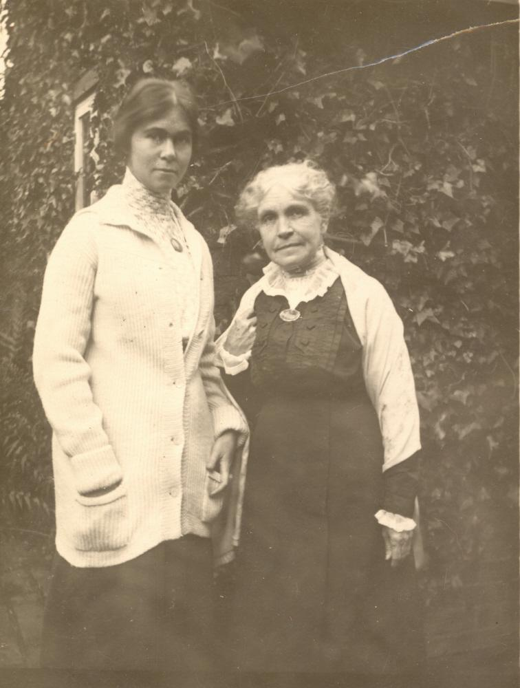 Hilda and Martha Belcher