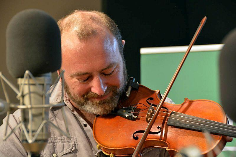 Violinist Tim Swanson of The Beerworth Sisters