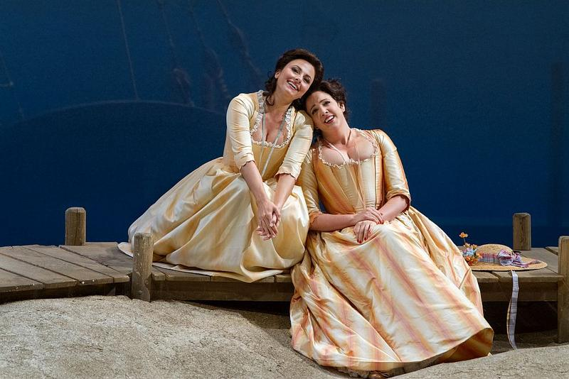 "sabel Leonard as Dorabella and Susanna Phillips as Fiordiligi in Mozart's ""Così fan tutte."""