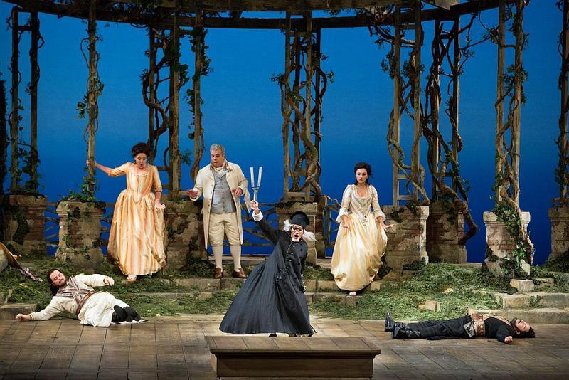 """A scene from Mozart's """"Così fan tutte."""""""