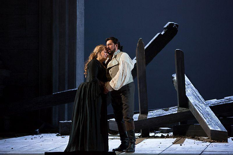 "Patricia Racette as Maddalena and Marcelo Álvarez as the title role of Giordano's ""Andrea Cheniér."""