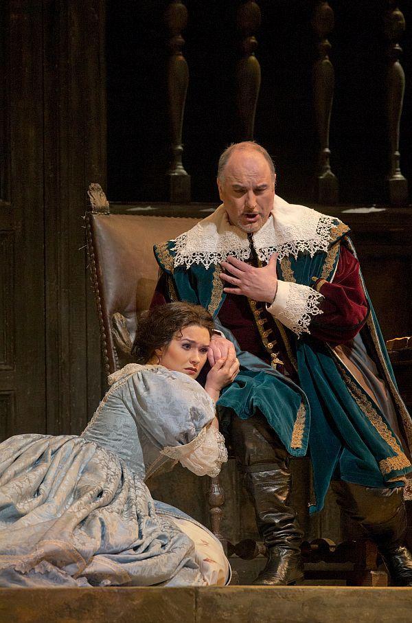 "Olga Peretyatko as Elvira and Michele Pertusi as Giorgio in Bellini's ""I Puritani."""