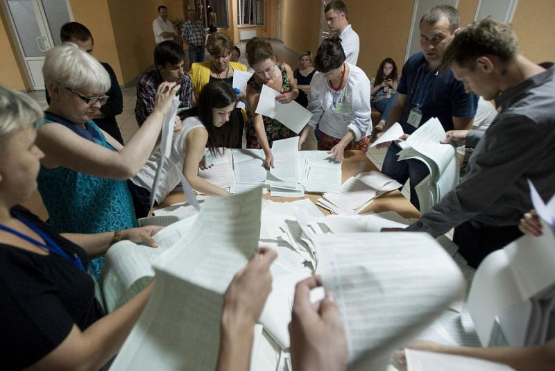 Election commission officials count ballots at a polling station in Kyiv, Ukraine, on Sunday, May 25, 2014.