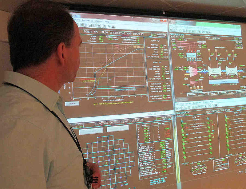 Dan Jefferies, a VY trainer, explains shut-down activities in the control room using a projector screen that shows each of the  89 control rods in Vermont Yankee's reactor.