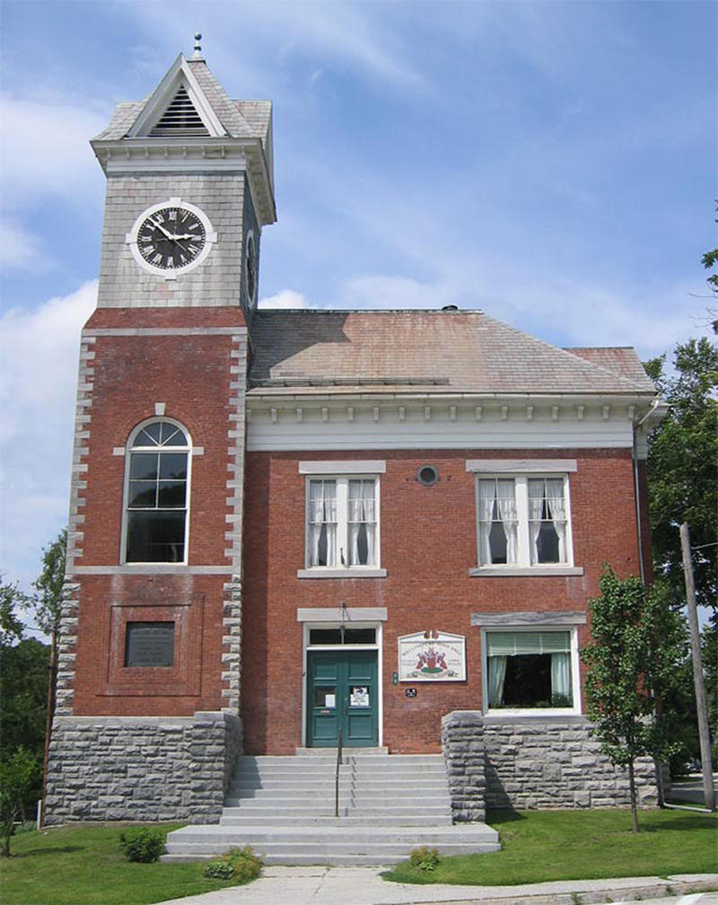 A proposal to put a cell phone antenna on the Wallingford Town Hall calls for replacing the slate and brick cupola with a fiberglass replica.