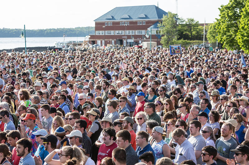 Despite bright sun and temperatures in the 80s, Sanders drew a crowd of several thousand.