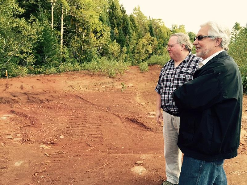 At left, Edward Hathaway, Ely Mine Project Manager for the EPA, shows Jim Murphy, EPA staffer in charge of Superfund Community Involvement, waste left behind by the defunct Ely Mine in Vershire.
