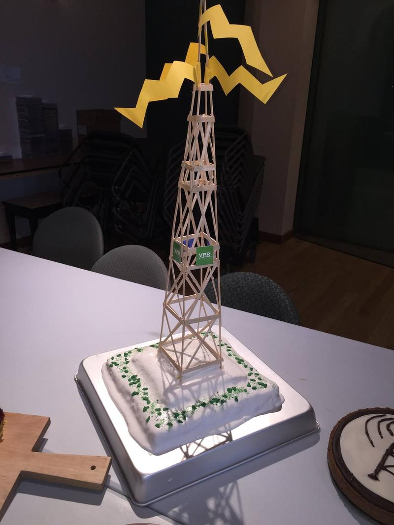Robin Turnau's radio-themed cake