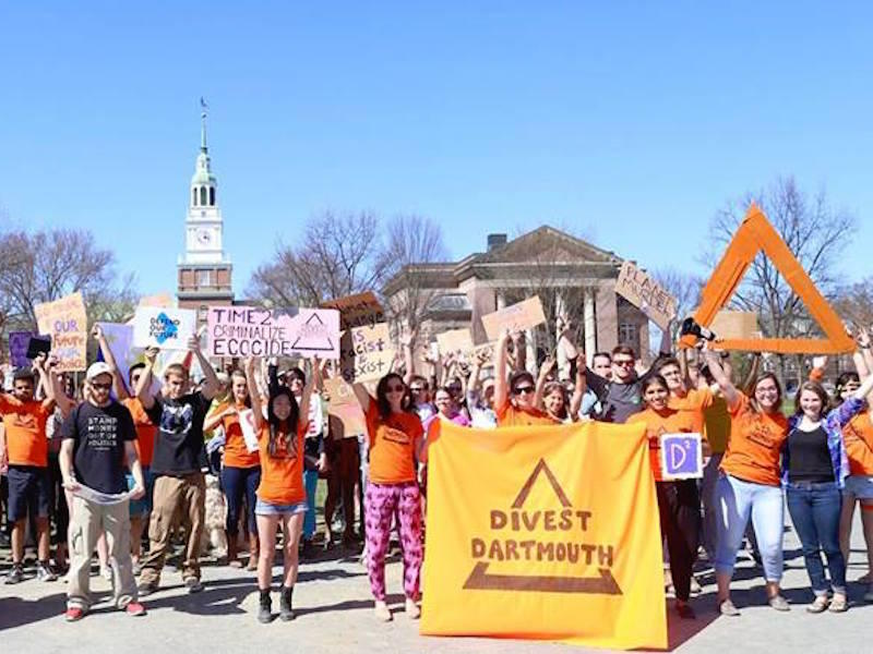 Saturday an estimated 400 people gathered on the Dartmouth College campus to encourage the administration to divest the college's endowment from fossil fuels.