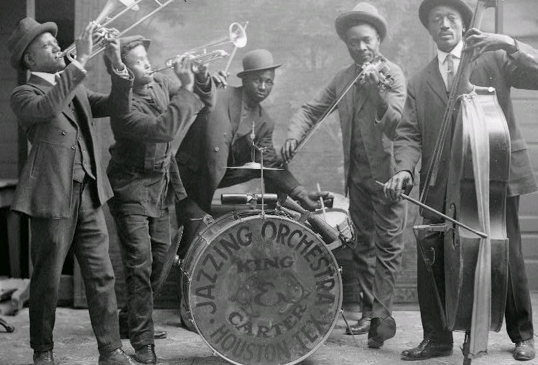 A jazzing orchestra in 1921. Jazz formed by combining blues harmonies, ragtime drive and habanera rhythms.