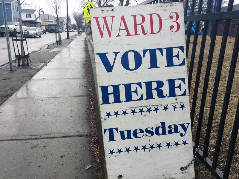 A sign in Burlington beckons Ward 3 voters.