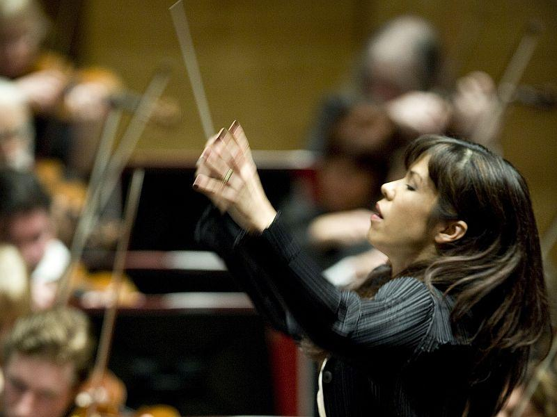 Sarah Hicks conducts Prokofiev with the VSO this week.