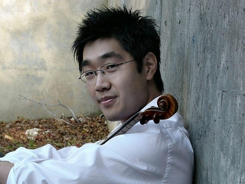 Soovin Kim plays the Sibelius Violin Concerto with the VSO this week.