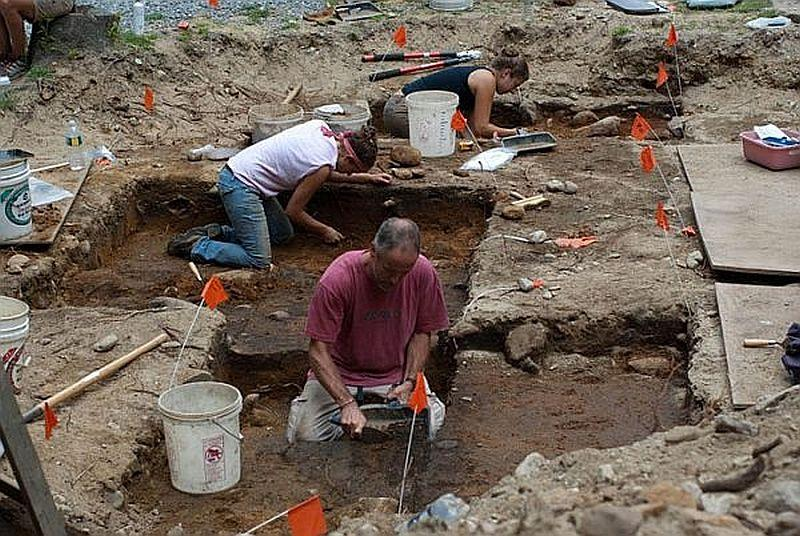 An archaeological dig at Jamaica State Park in 2010 found ample evidence that the site was a seasonal fishing camp at least 7,000 years ago.