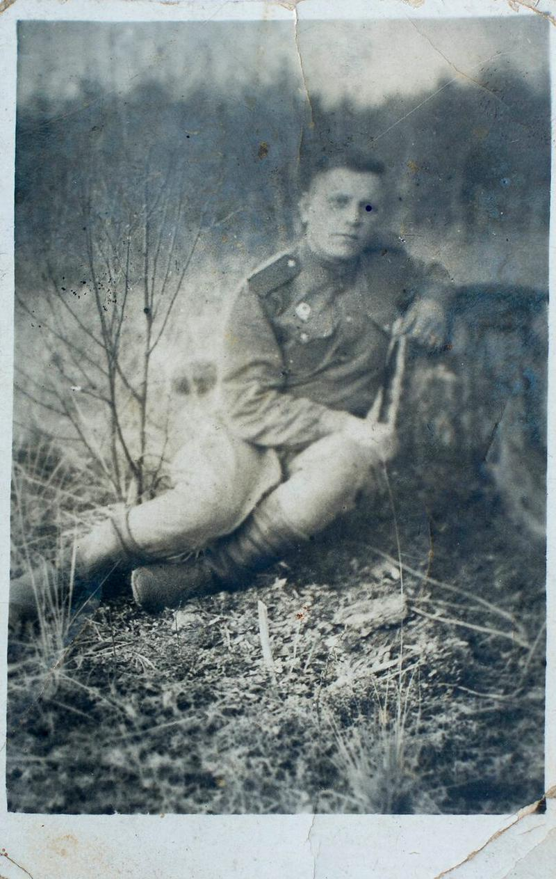 During WWII, Treskin served as a sapper on the Leningrad front. He sent his daughter Lyuda this photo in June 1946.