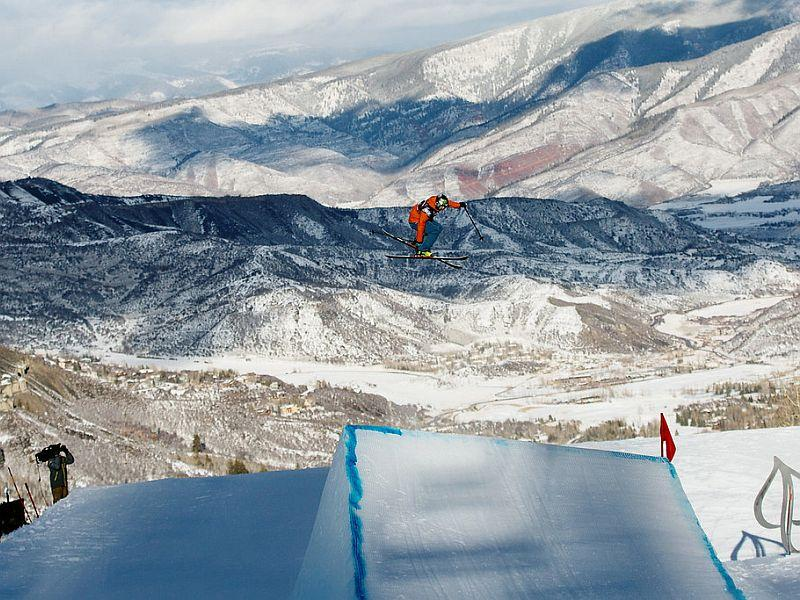 Devin Logan competes in the freeski slopestyle qualifer in the 2018 Toyota U.S. Freeskiing Grand Prix - Aspen/Snowmass, CO.