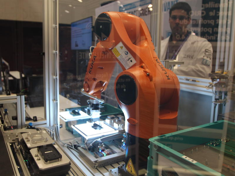 The Montreal Aerospace Innovation Forum is the industry's stage for promoting new art  products and improved manufacturing processes. This robotic arm is used in multiple applications.