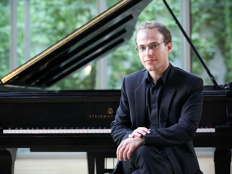 Pianist Orion Weiss plays Mendelssohn with the VSO this week.
