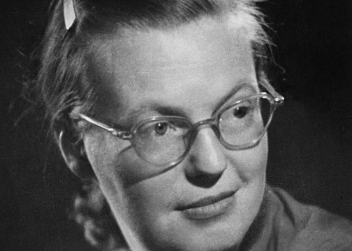 shirley jackson writing style Shirley jackson wrote in two styles write a tenebrous horror story in the gothic mold in which abnormal behavior seemed perilously ordinary.