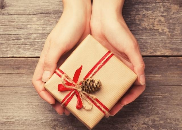 Who Do You Give Gifts To At Your Wedding: Awesome Etiquette: Asking People Not To Give Gifts
