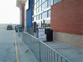 Rather, the line did form here. Just before 10AM, the Buckhead Best Buy didn't look like Black Friday.