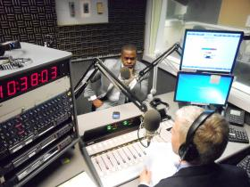 Atlanta Mayor Kasim Reed talking with WABE's Denis O'Hayer at the station's studios on May 7, 2013.