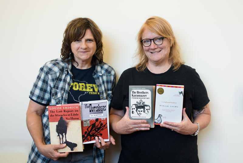 Amy Ray and Emily Saliers with their Page-Turners picks