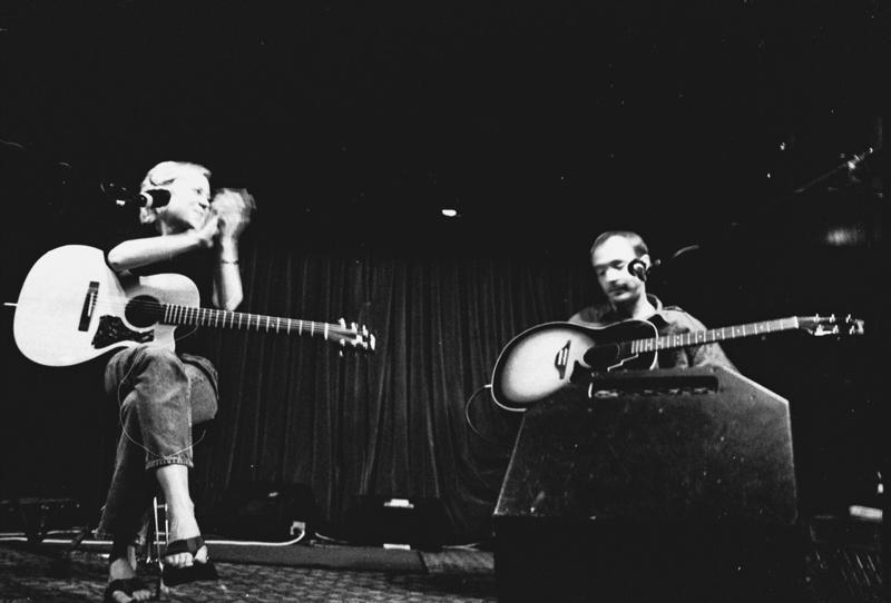 Kristin Hersh and Vic Chesnutt playing together at The Mint in Los Angeles in 2000