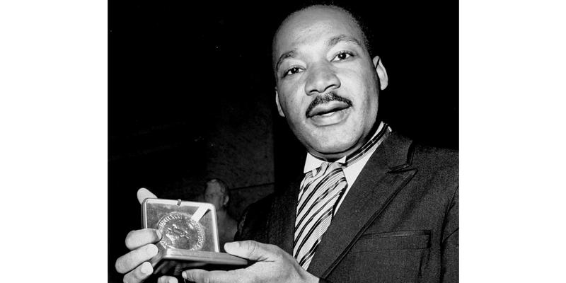 Fulton Judge Says Disputed MLK Bible Belongs To Estate ...