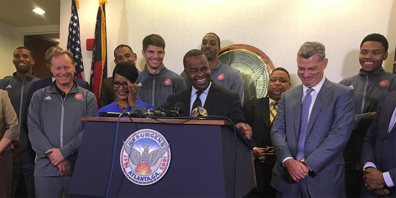 Atlanta Mayor Kasim Reed announces a deal to renovate Philips Arena alongside Hawks players and officials.