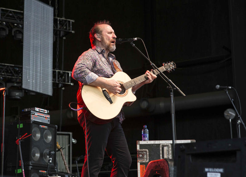 "Colin Hay performed a few of his songs on ""City Lights."""