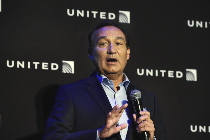 United Airlines CEO Oscar Munoz has come under fire for the carrier's removal of a passenger from a flight on Sunday and the company's response to the incident.