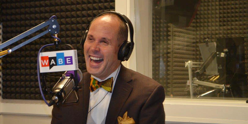 Award-winning sportscaster Ernie Johnson Jr. talks about his career, family and dad today on ''Closer Look.''