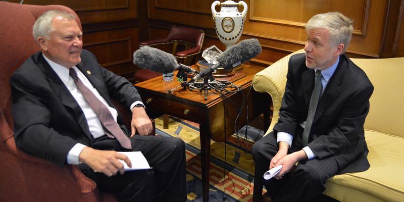 Governor Nathan Deal speaks to Denis O'Hayer
