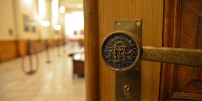 Door handle with state symbol